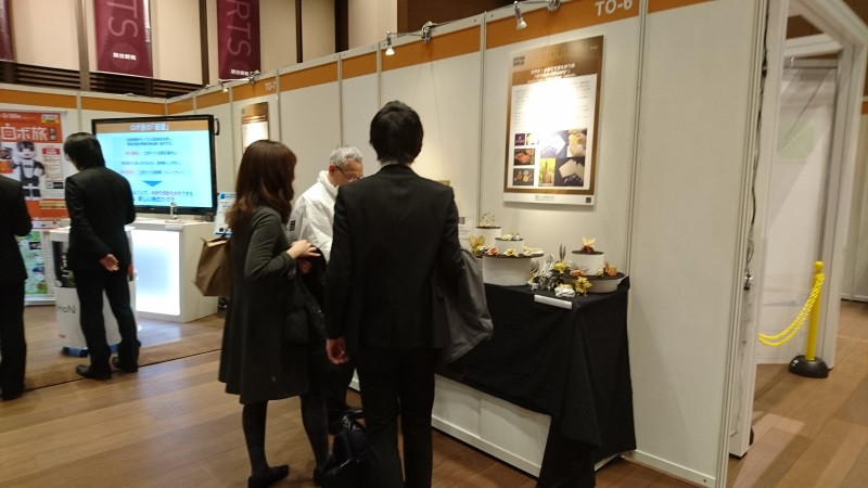 We displayed Wire Mesh Origami [Fabric Metals ORIAMI] and Woven together with diffent   meterials [KANAORI] at the COUNTDOWN SHOWCASE.